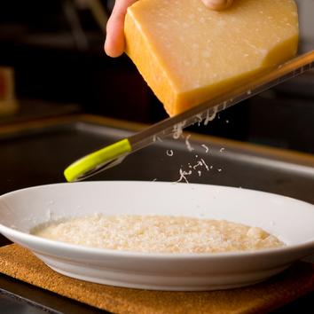 牛肉と牡蠣とチーズを味わえるおまかせコース