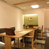 接待や会食はもちろん、慶事や法事の席にも好適な和の空間