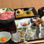 神戸牛や有馬山椒など、地元の名産を使った料理でゲストを魅了