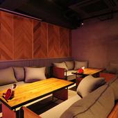リラックス&リッチな気分を満喫できるソファー席