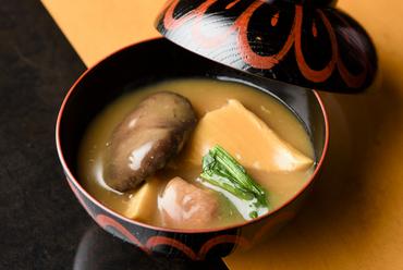その味わいを堪能したい、金沢の代表的郷土料理『治部煮』