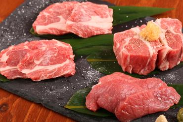 ラム肉のさまざまが部位が楽しめるお得なセット『生ラム4点盛り』