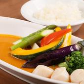 数種類のスパイスと貝の出汁が効いた『ホタテ貝柱のスープカレー』