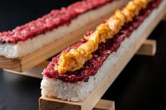 【2名様】炙り肉寿司お一人1貫【3名さま以上】桜ロングユッケ寿司プレゼント(要予約)