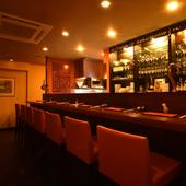 L.O.は深夜3時。軽く一杯から遅めの食事までOKの祗園の隠れ家
