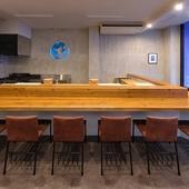 7名以上で2階席の貸切が可能。周囲を気にせず接待や会食もできる