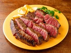 超特大サイズの「長崎和牛」ステーキに大盛り上がり必至のお得な飲み放題付きコースです。