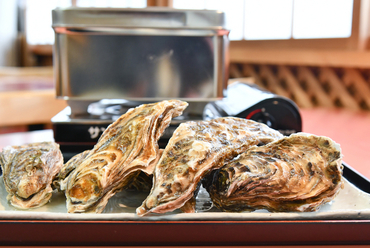 新鮮牡蠣を思うがままに『活牡蠣のガンガン焼き食べ放題100分』たらこ・明太子も食べ放題