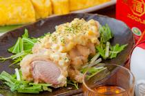淡い桜色が特徴の「桜姫鶏」。お酒との相性抜群