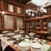 開放感あるお洒落で落ち着いた空間は、親しい人との食事に最適
