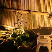 季節の移り変わりを愛でることができる店主創作の坪庭