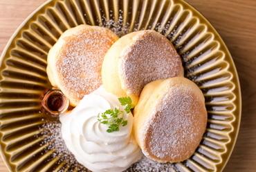 卵の風味を活かした、やさしい甘さの定番メニュー『至福のプレーンパンケーキ』