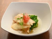 自家栽培野菜や熟成魚など、食材へのこだわりが光る