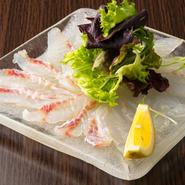 釣ってきた魚、その日に仕入れた魚のうち、最も状態のいいものが使用されます。