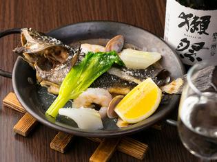 釣り好きが高じて海や川で自ら釣ってきた鮮魚を調理
