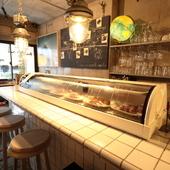 素敵な雑貨や照明が目を引く、カフェのような心地よい空間