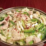赤…ガツンの豚骨スープ/白…コチュジャンベースの旨辛だし