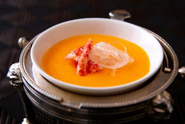 一度食べると忘れられない、濃厚な味わい『カニの卵入りふかひれスープ』