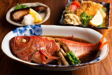 季節感ある旬の魚介を味わう『おすすめ鮮魚の刺身』