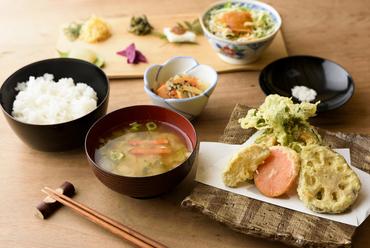里山まるごと定食~季節野菜の米粉天ぷら~