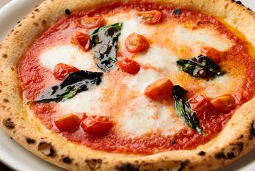 空輸した水牛モッツァレラチーズを使用。イタリアの原産地認定を受けた『マルゲリータD.O.C』