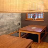座敷(掘りごたつ)は、レールカーテンにて間切りできますので、半個室としてご利用下さいませ。