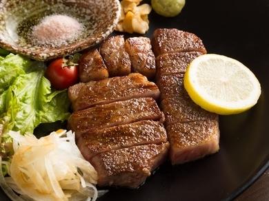 噛めば噛むほど旨みの強い肉汁があふれだす『サーロインステーキ150g』