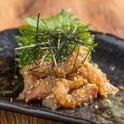 福岡の郷土料理「胡麻鯖」を蓮風にアレンジした一品です。