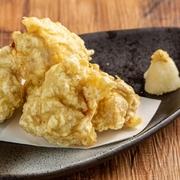 一口大の大きさにカットした鶏を特製タレに漬け込み天ぷらにしました。大分中部の郷土料理です。