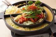 シェフ自ら多くの人気韓国料理店を食べ歩き、研究を重ねた末に生まれた逸品。さらに食感の良さを加えるため、ポテトフライを取り入れるなど随所に工夫が施されています。(2人前~の注文となります。)