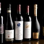 イタリア産を中心に、気軽に楽しめるものから特別な日の一本まで美味しいワインが大充実。ボトルは2500円~ご用意。シェフの友人のソムリエがイタリアで直接買付ける、市場に出回っていない珍しい銘柄も多数。