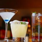 アルコールはワイン、シャンパンから焼酎、日本酒まで上質な品揃えです。シェイカーの小気味よい音をBGMにカクテルを堪能、銀座のバーならではの時間が楽しめる大人の社交場です。