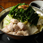 味噌、醤油、ピリ辛と好みの味が選べる『もつ鍋』は注文必須の人気メニュー
