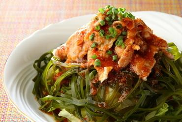 さっぱりドレッシングが味の決め手『豚冷しゃぶと海藻サラダ』