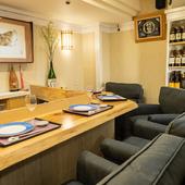 落ち着いた空間でゆったり寿司と美酒を味わう、大人の隠れ家