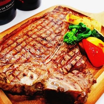お肉の気分を満たす「Tボーンステーキのコース」6500円