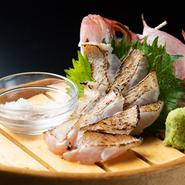 石川、島根などとともに、山口はのどぐろの水揚げ量が多い地域。ご当地の美味を【灘や】では「刺身」「炙り」「塩焼き」などで大いに堪能できます。