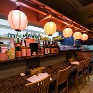 旨い酒と肴でくつろぎたい夜、徳山駅から徒歩5分の【灘や】ならひとりでも気軽に立ち寄れます。カウンター席と2人テーブル限定で1000円・1500円の刺盛アレンジもOKだそうです。