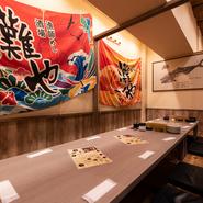宴会コース料理は4名より予約できます。仲間が集まる機会にも、会社の宴会にも。駅が近くて便利です。