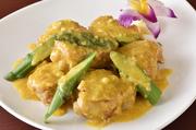 「金沙軟殻蟹」という台湾料理。とても柔らかいミャンマー産のプレミアムソフトシェルクラブを使用しています。秘伝の衣を使った門外不出のレシピでつくられる名物。アヒルの塩卵の黄身を使ったソースが決め手です。