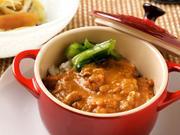 スパイスとフルーティーさが特徴のオリジナルカレーソースが美味。野菜や果物の甘みと酸味がスパイスと交わった、ルーから手づくりしたシェフ自慢の一品です。
