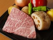 サラリとした脂のくちどけと、しっかりとした肉の味わいが魅力の「カドワキ牛」。そのクオリティと美味しさをシンプルに楽しみたいのであれば、ぜひとも薦めたい逸品です。
