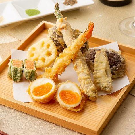 おこげも美味しい!『ずわい蟹とイクラの土鍋ごはん』