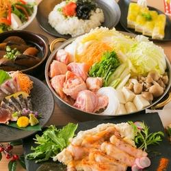 九州料理がついた贅沢コース。さまざまな調理方法で味わえる宮崎地鶏。