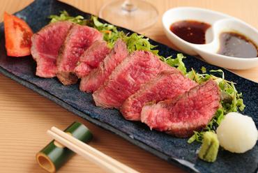 赤身肉の濃厚な旨みが凝縮、柔らかくジューシーな『国産和牛の叩き』