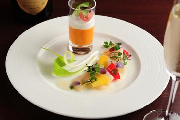 大地と海の恵みを楽しむひと皿『ペッシェ クルード 自社菜園野菜添え』