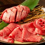 「上質な肉をたくさんの人に食べてほしい」と語る堤氏。肉は国産の良質なものを厳選仕入れしています。肉の濃厚な旨みとあふれ出る肉汁に、思わず笑みがこぼれそう。一度食べれば何度でも食べたくなる美味しさです。