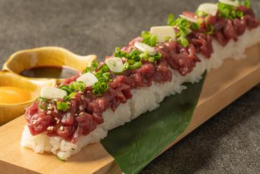長盛り櫻ユッケ寿司