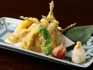 「鎌倉野菜」や「さつま知覧鶏」など、上質な食材を仕入れ