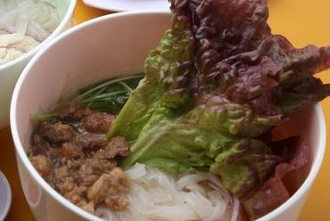 牛スジはトロトロ。濃厚なコクと、まろやかな風味のスープの美味しさに圧倒される『牛スジのフォー』